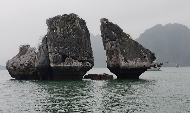 The two-chickens rock formation