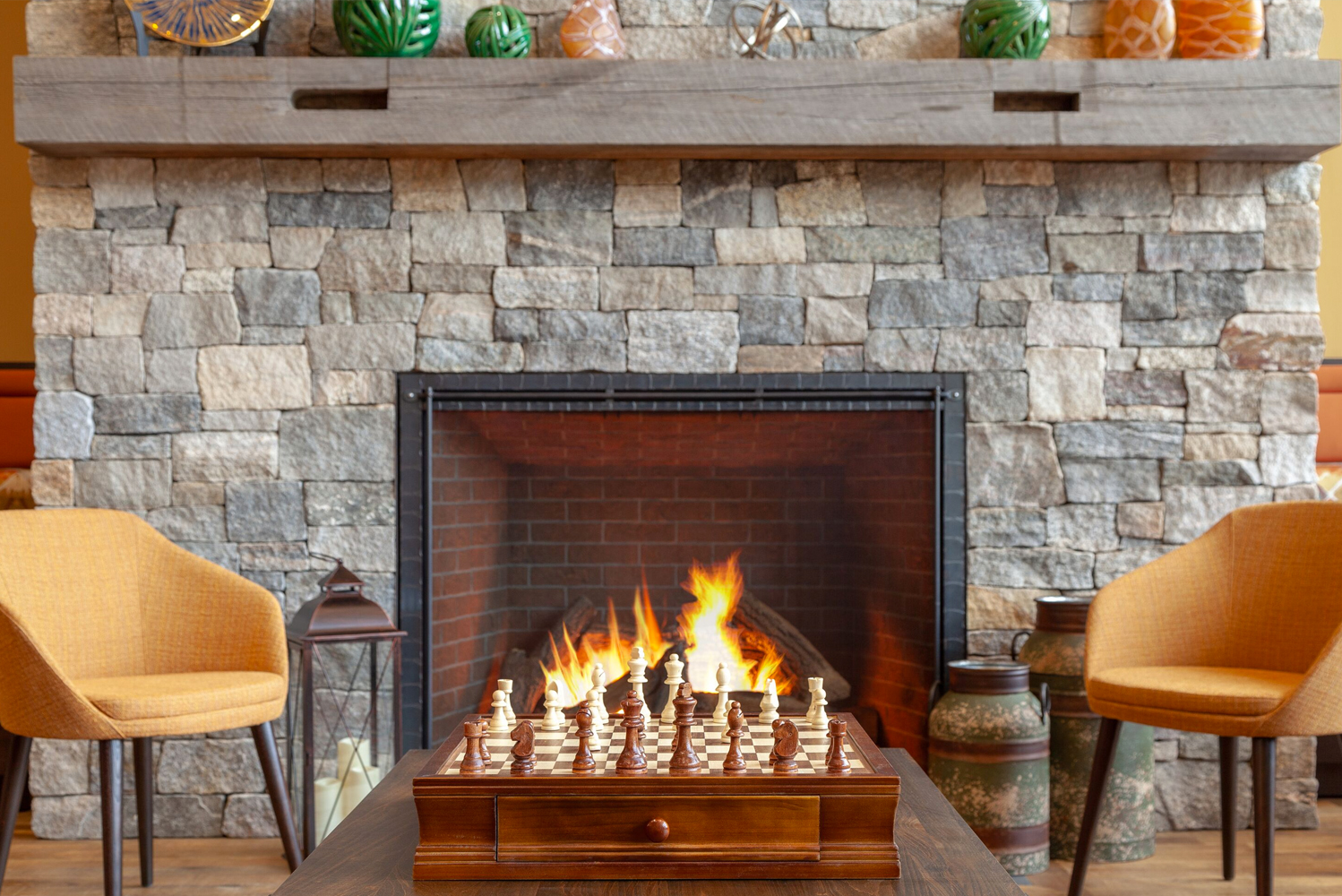 The interior design of the hotel drew upon the Shakers, with vintage woven baskets and artifacts of the local Abenaki Native Americans tribe and north woods culture seen throughout.