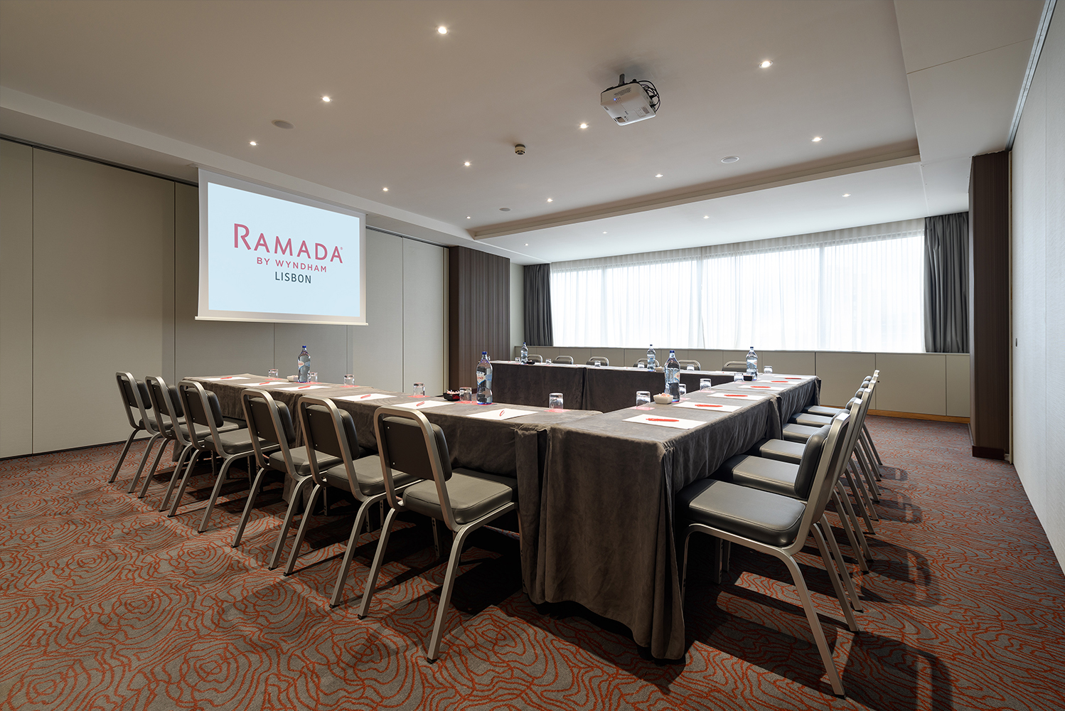 Ramada Lisbon, former Olaias Park Hotel, refurbished its meeting and event rooms following an investment by DHM - Discovery Hotel Management.
