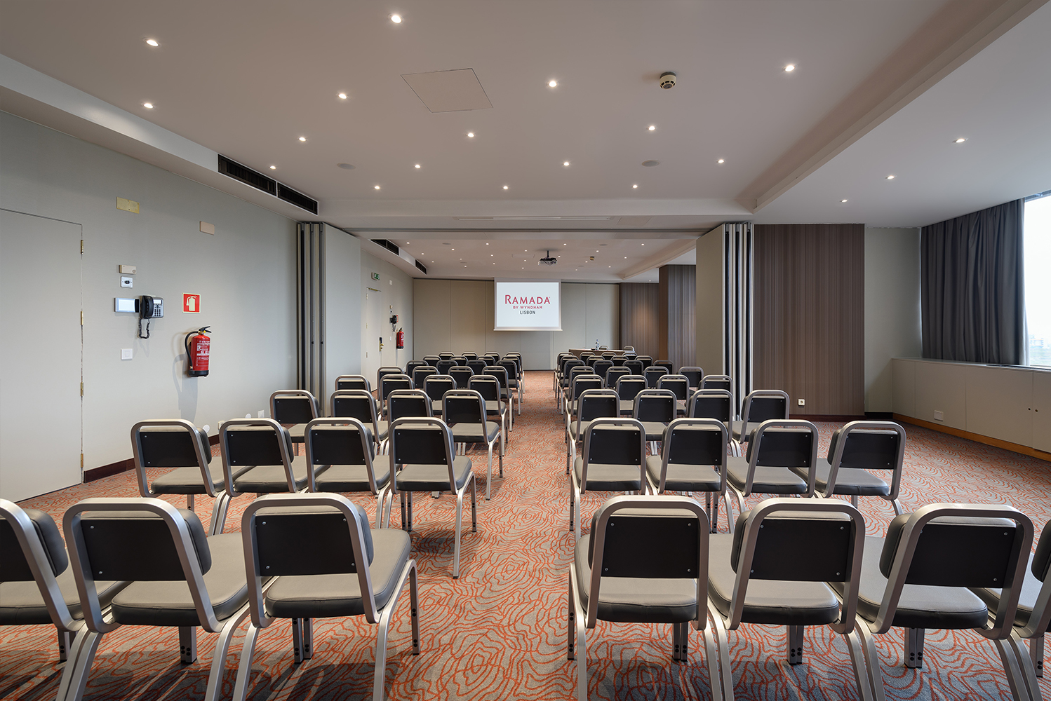 Ramada Lisbon has 11 meeting rooms, all with natural light, and an auditorium with capacity for 250 people.