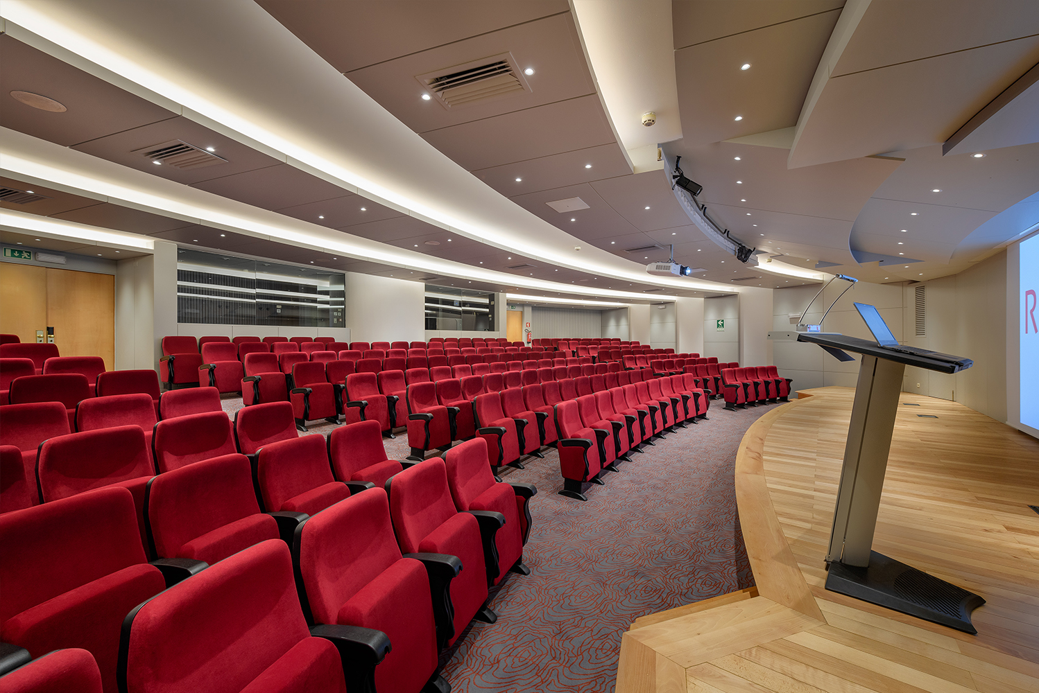 The rooms can be configured in different ways to increase their area and capacity.