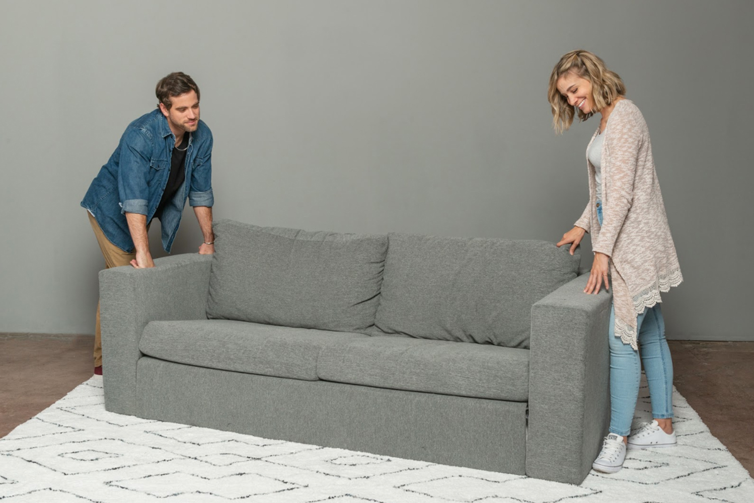 One person can assemble Elephant in a Box in less than five minutes and disassemble the sofa in less than two minutes.