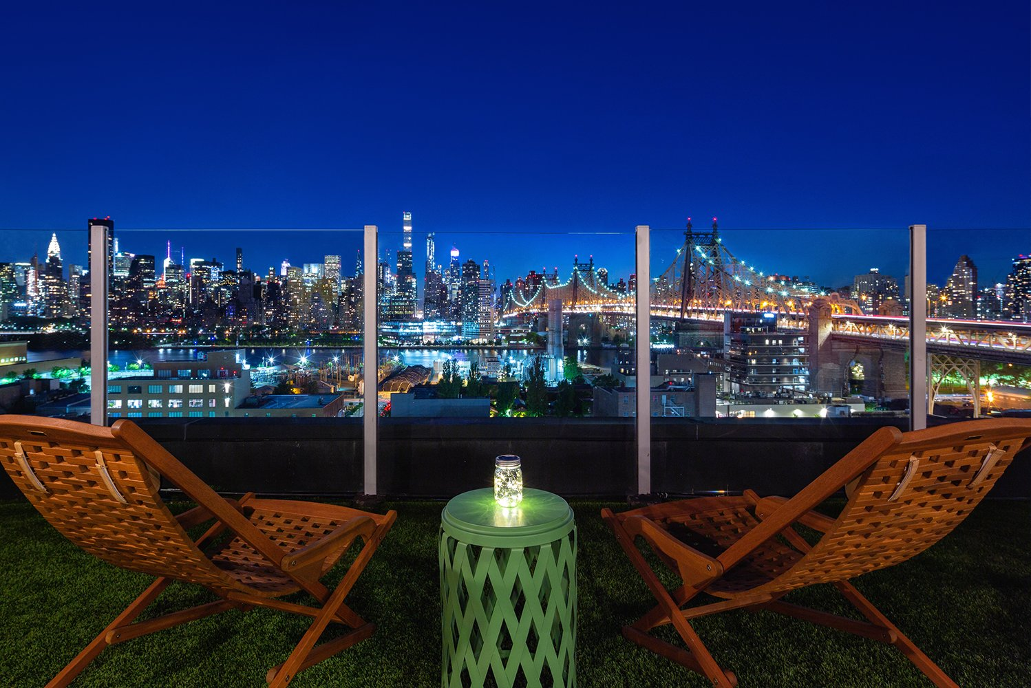 From the creators of the rooftop bar Ophelia, Merchants Hospitality, this rooftop venue is located at the top of the Z Hotel in Long Island City.