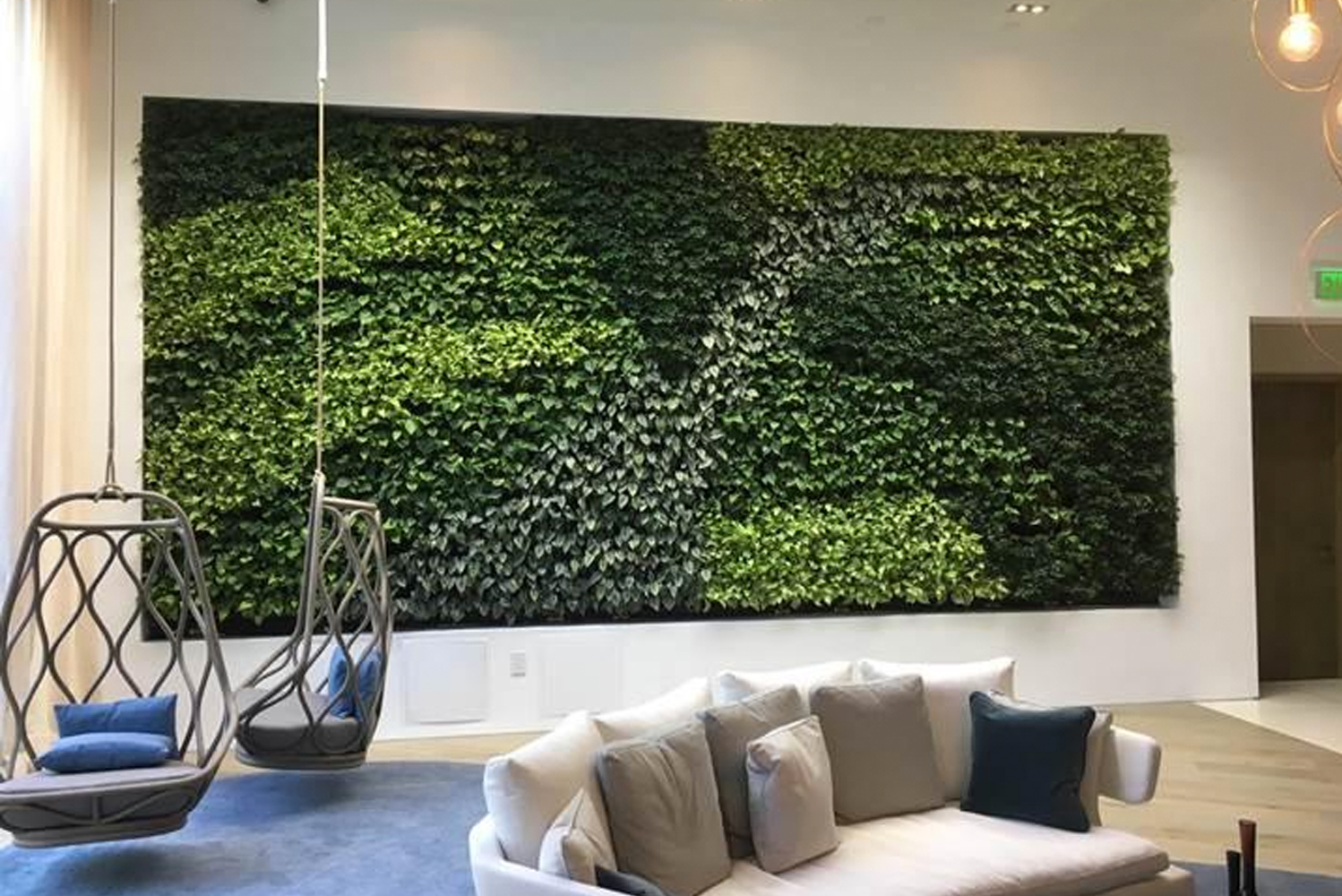 Engineered with a tray designed for simplified installation and maintenance – plus higher water efficiency – the Versa Wall is a green solution for shopping malls, residences, corporate campuses, hotels and restaurants.