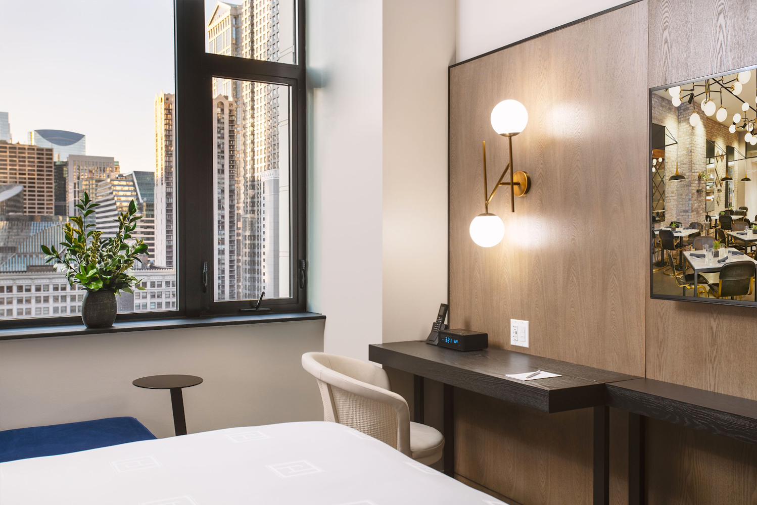 Following a $75 million renovation project, the property – located within a building that was originally designed by Chicago-born architect Benjamin Marshall in 1912 – now has 218 rooms.