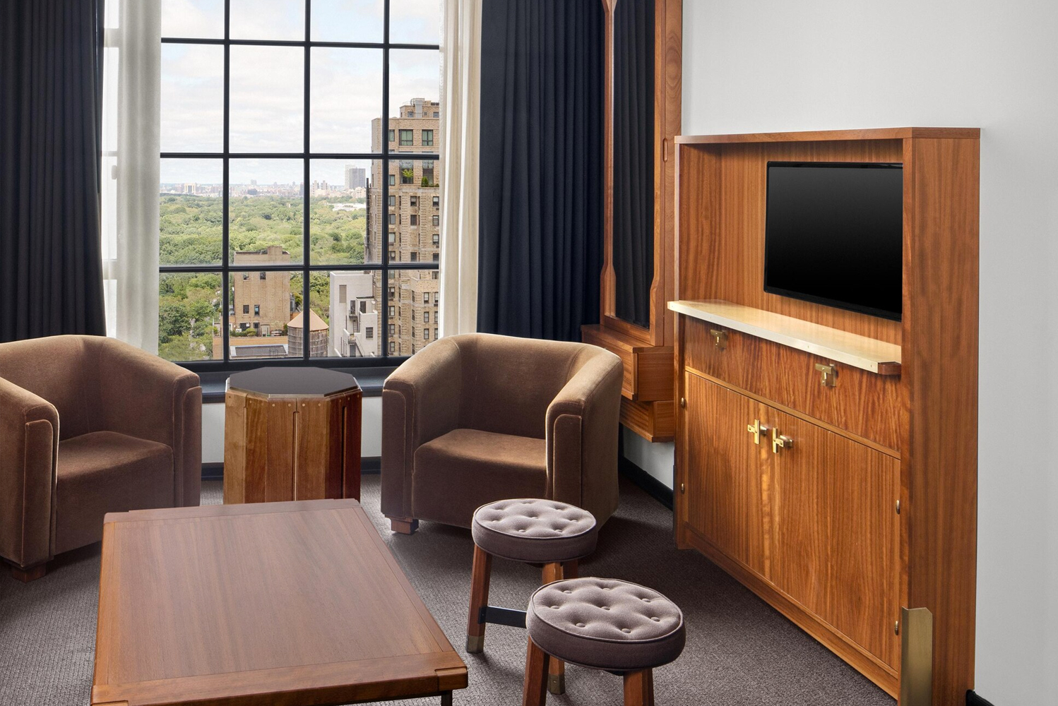Accommodations and suites on 28 floors offer views of Central Park and are adorned with gold finishes and marble surfaces.