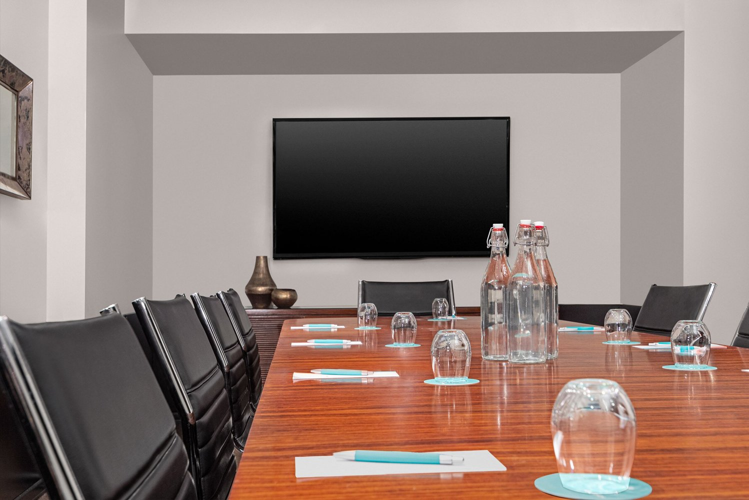 For events, the property has over 1,000 square feet of meeting room space.
