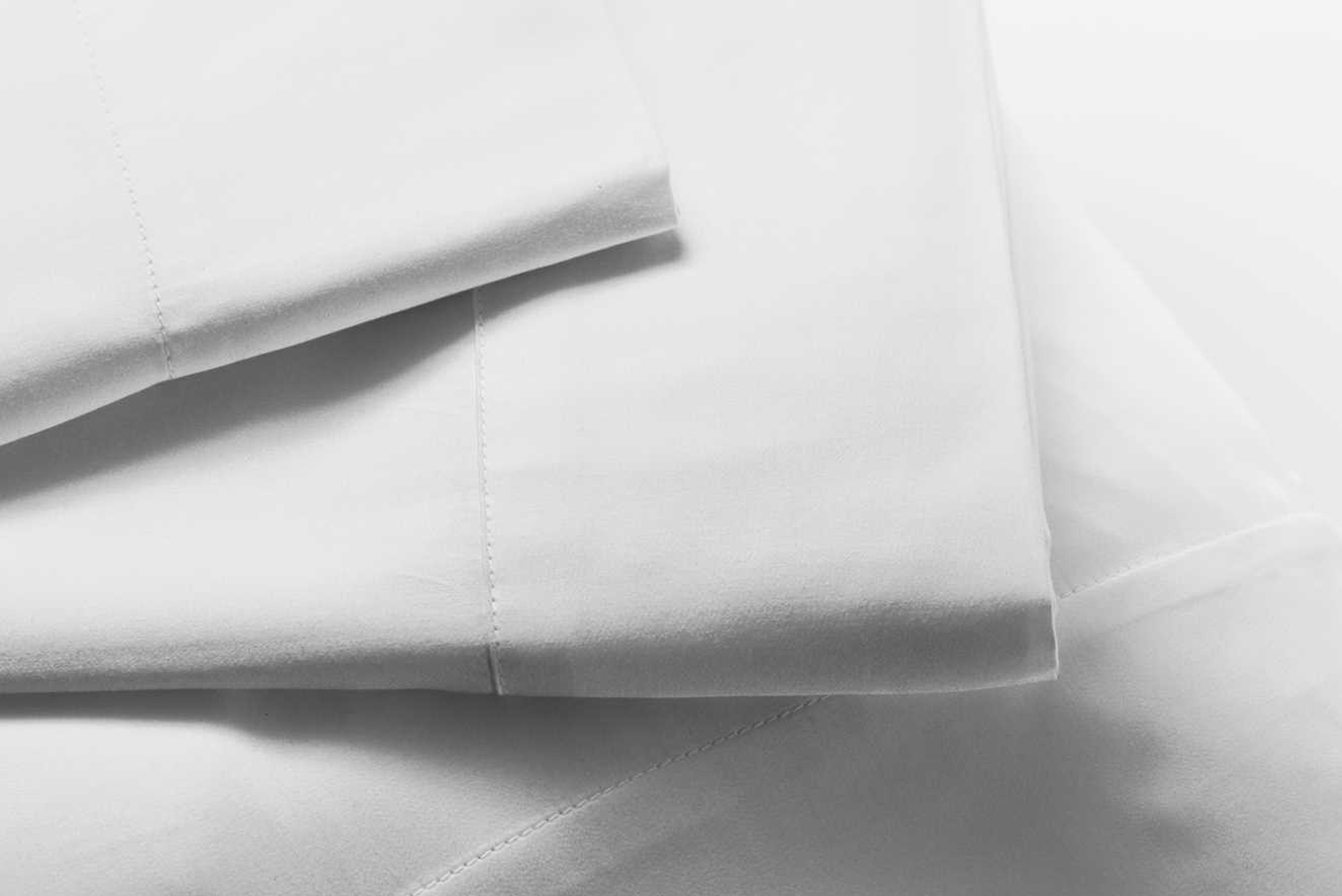 The mulberry charmeuse silk sheet set is comprised of Rove's charmeuse weave of long strand real mulberry natural silk.
