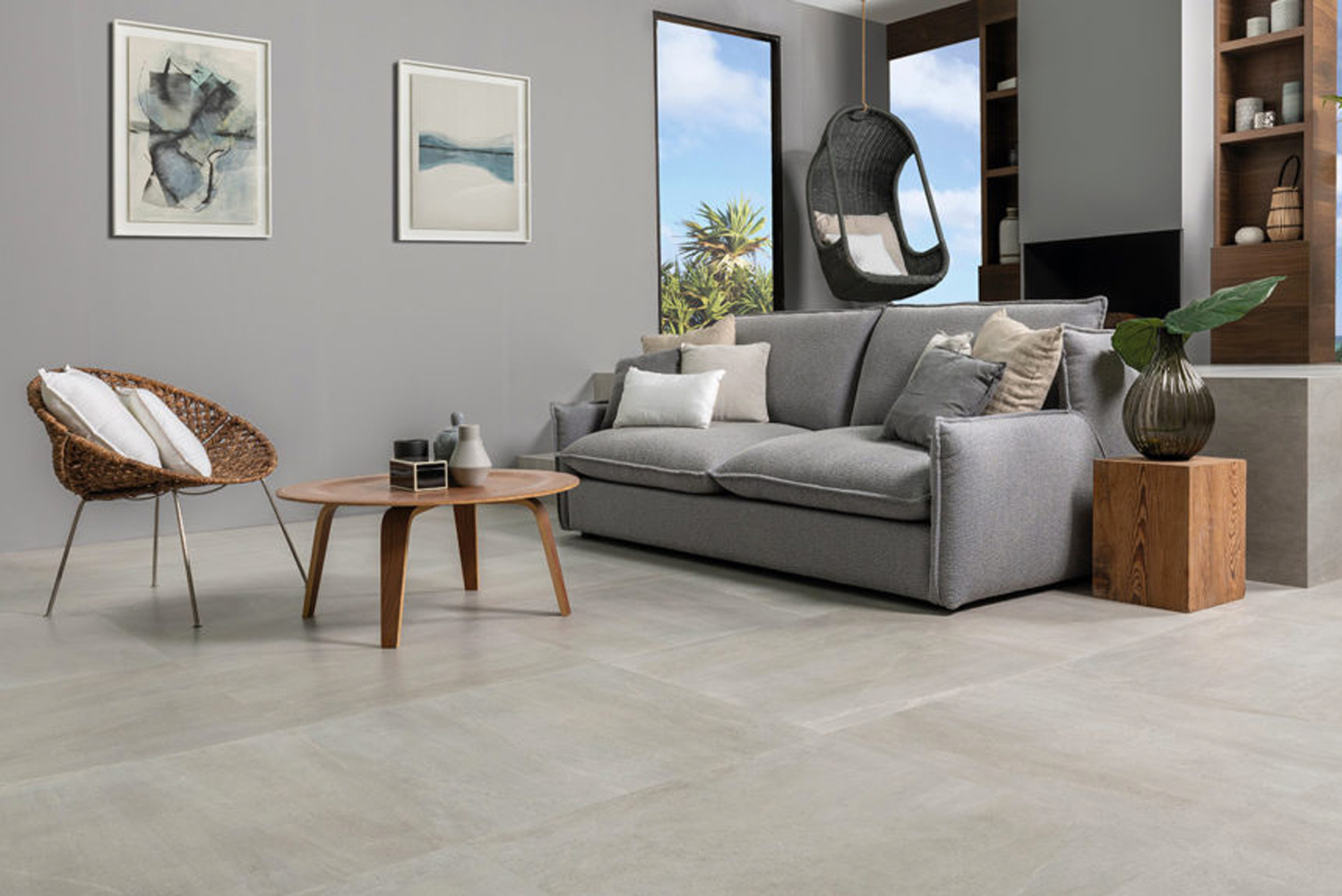 Available in caliza, natural, acero and black, the Urban collection of floor tiles comes in different formats, including: 100 cm x 100 cm, 80 cm x 80 cm, and 59.6 cm x 59.6 cm.