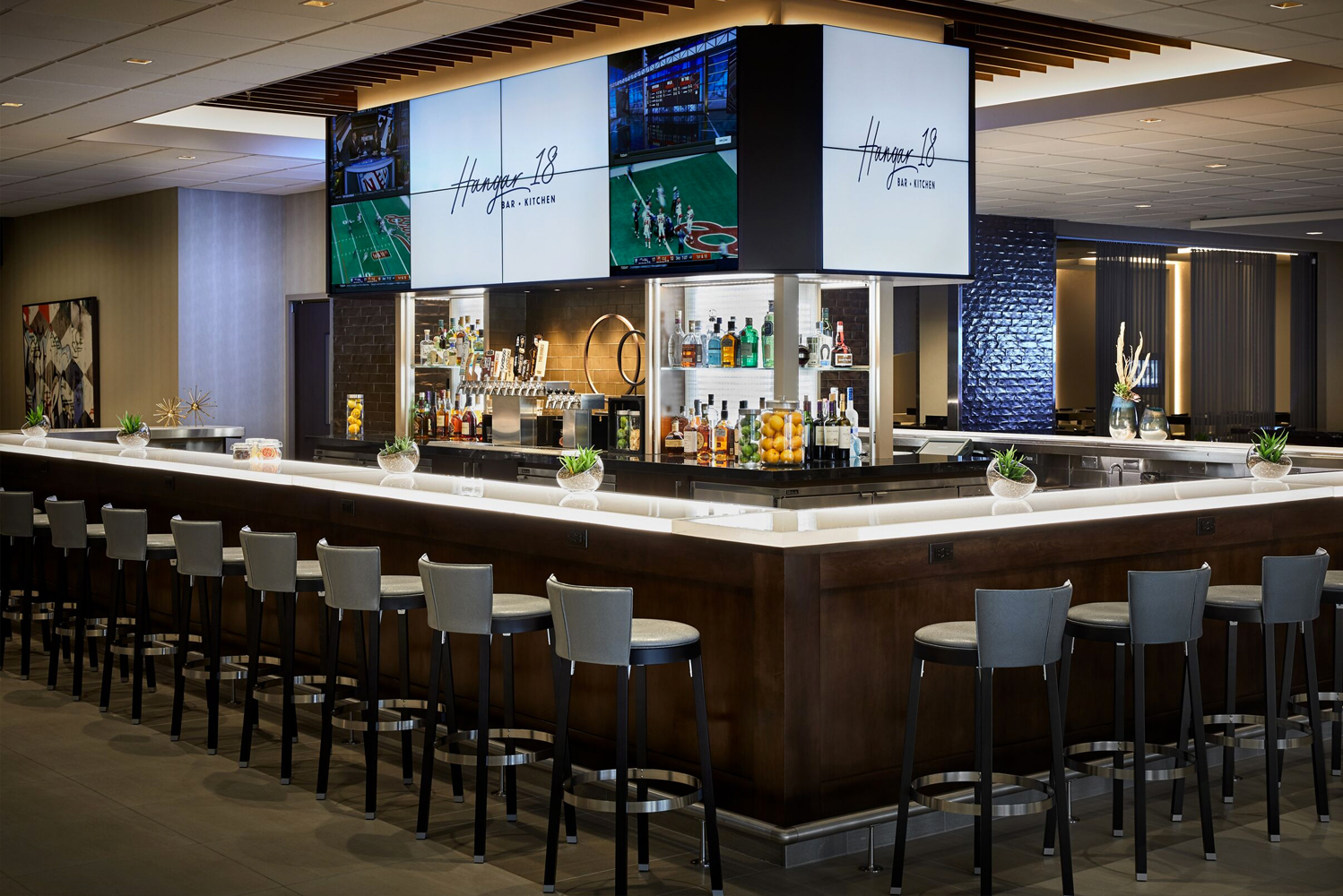 LAX Marriott is located near Downtown Los Angeles, Manhattan Beach, and various restaurants, shops and museums.