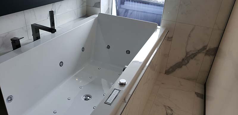 Spa Suite bathtub