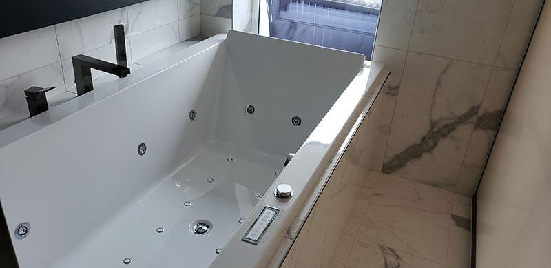 Spa Suite bathtub // Photo by Susan J. Young