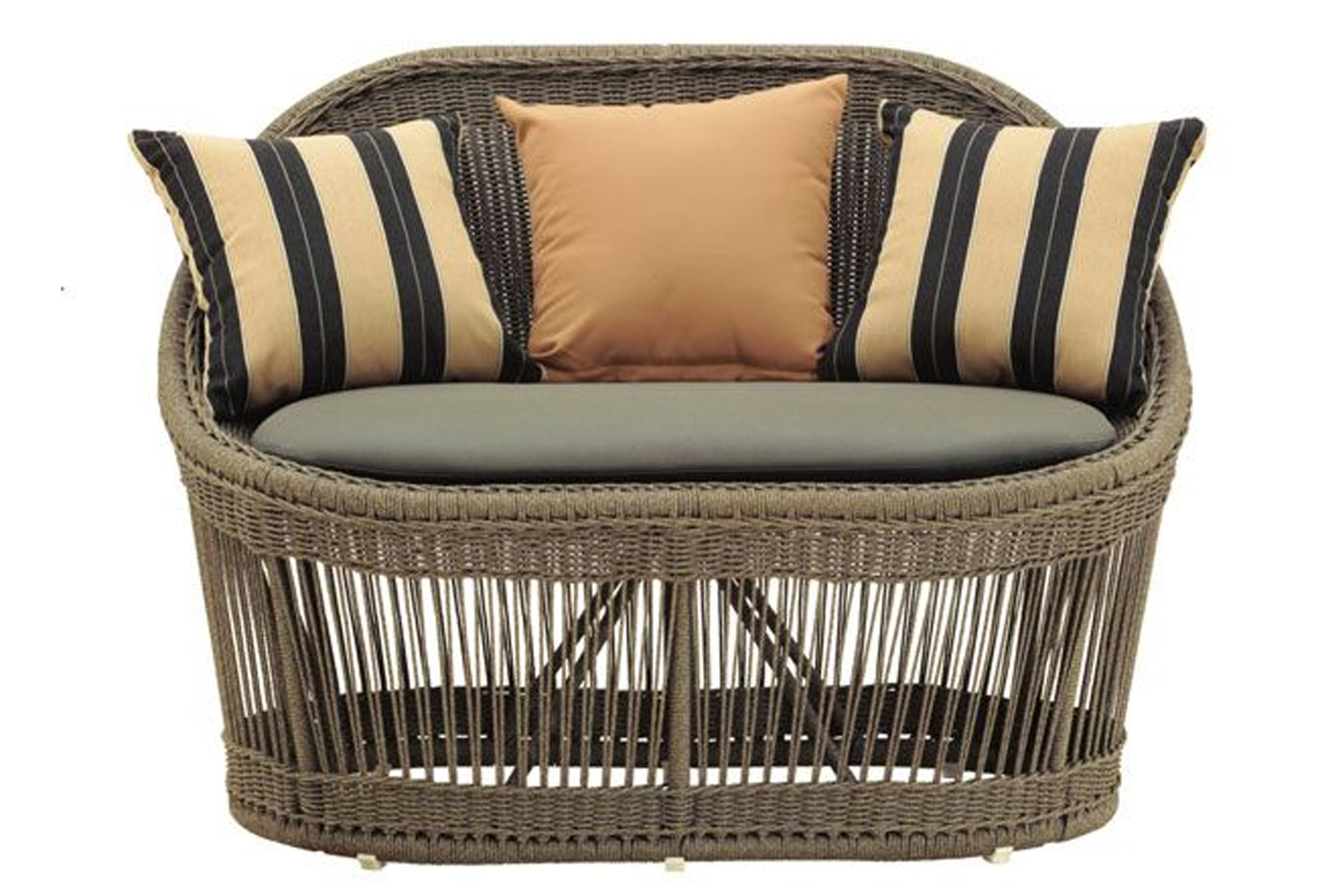 MGBlair introduced the Haven Lute Line, an outdoor furniture line that was inspired by classic design shapes and weaving techniques.