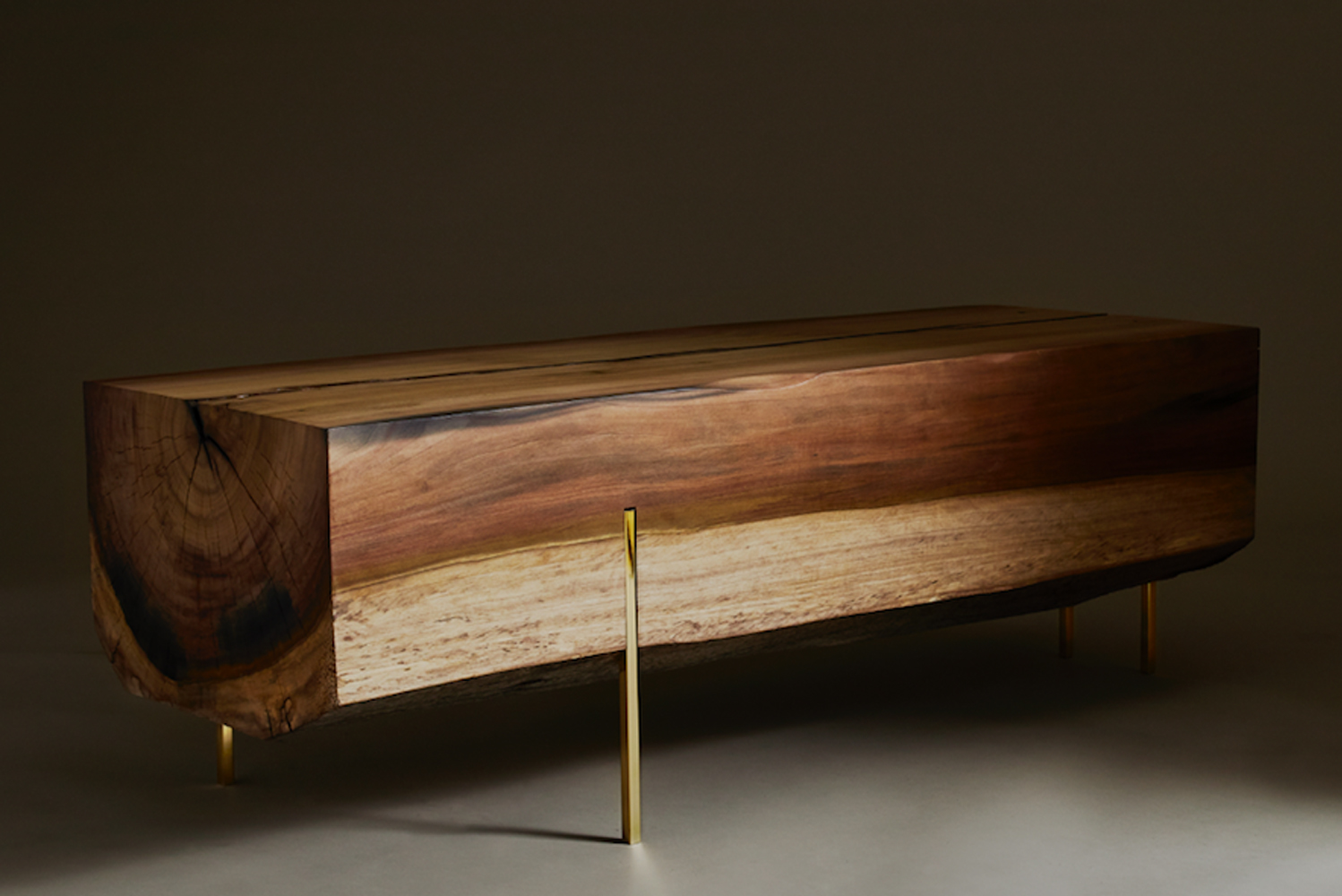 Stiletto bench's main structure is materialized using construction grade fine timber that weighs up to 300 pounds.
