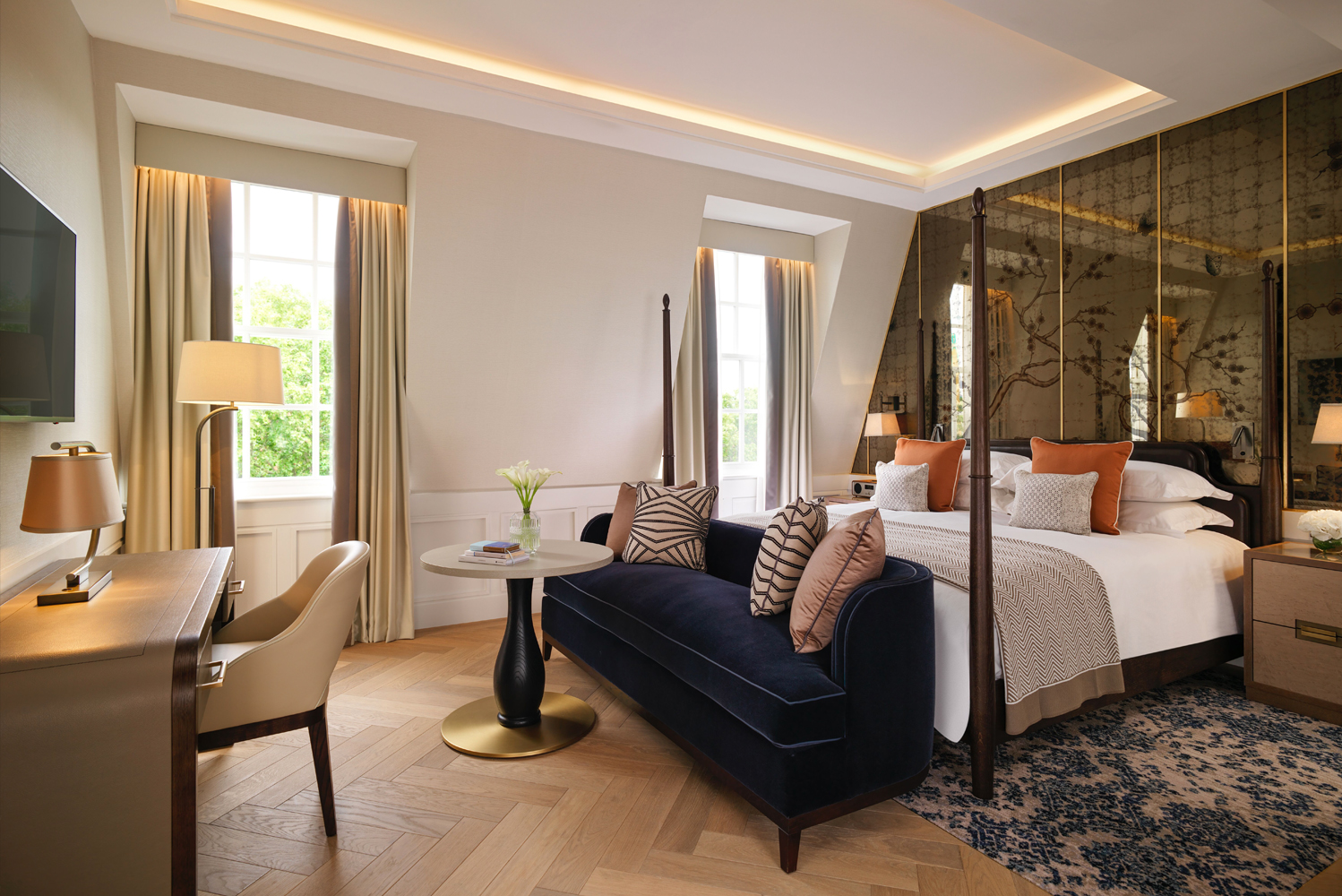 The 307-room hotel combines contemporary accommodation, views across the gardens of Grosvenor Square, and culinary concepts by Michelin Star restaurateur Jason Atherton.
