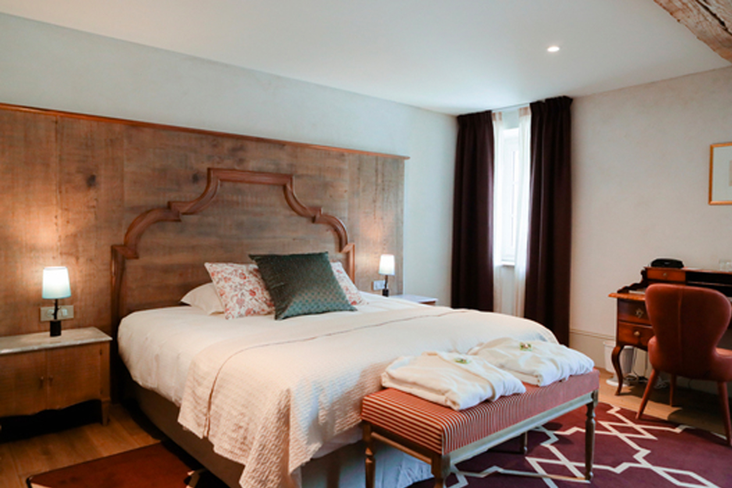 The property opened the barn that now has 10 additional rooms (with the property's total keys numbering 42), restaurant and the construction of the orangery (the reception area).