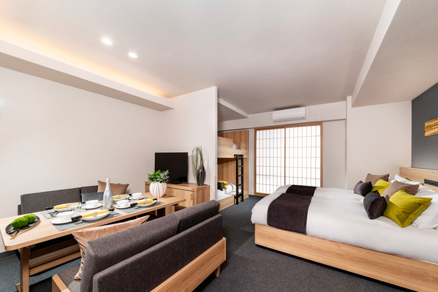 The design of guestrooms and the hotel entrance was supervised by NATSUMIKUMI, an architecture and interior designing company.