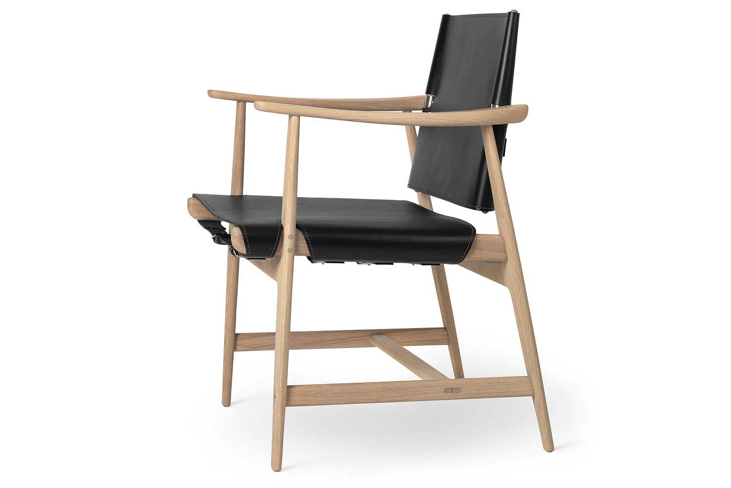 The dimensions of the chair are: 42.5 cm (seat height), 84 cm (height), 62 cm (depth) and 67 cm (width).