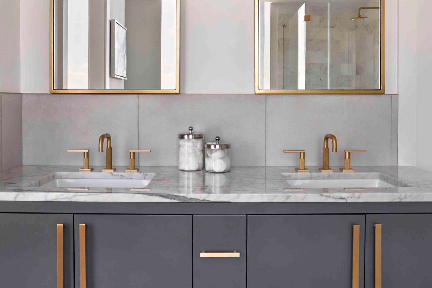 MarkZeff paired up with Watermark Designs to produce Rainey, a collection of kitchen and bath trimming, fixtures and faucets.
