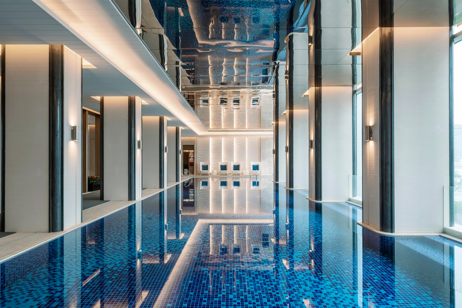The Health Club and Spa provides a 24-hour gym and a 25-meter indoor temperature-controlled swimming pool.