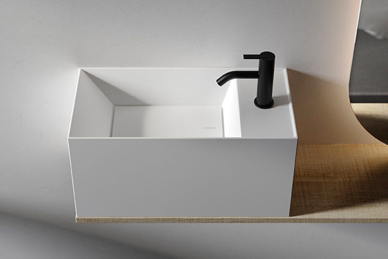 It can be installed independently as a washbasin or combined with other designs, such as units, shelves or mirrors.