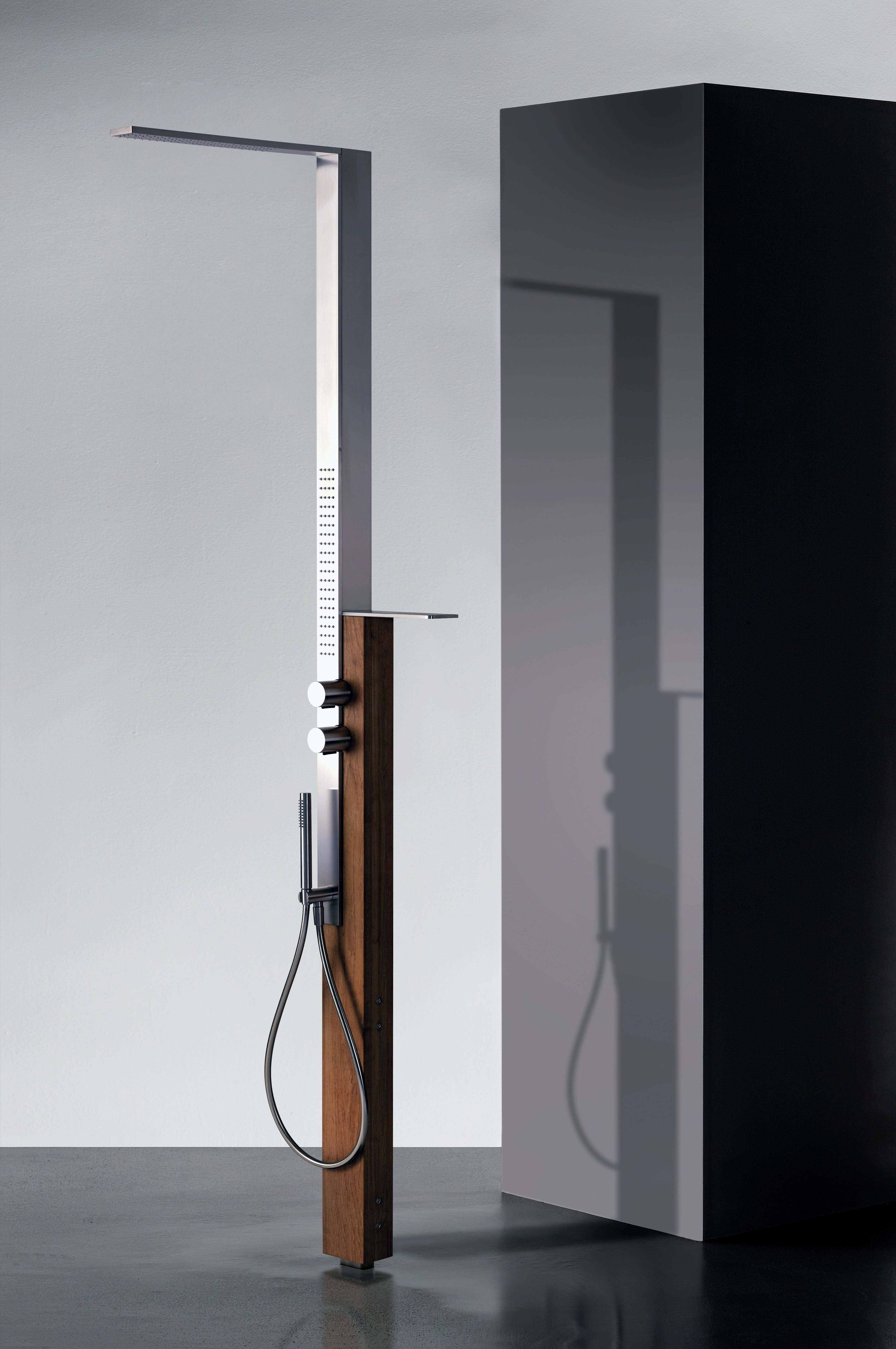 Some spas have outdoor showers, but hoteliers have to be sure the shower equipment can stand up to the elements. Fantini, for example, uses marine-grade stainless steel and Burma teak wood.