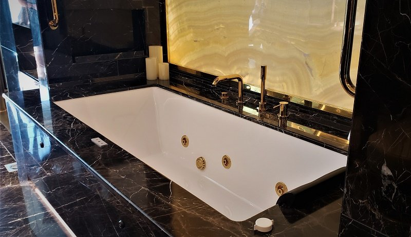 Master bathroom's tub in Regent Suite. Photo by Susan J. Young