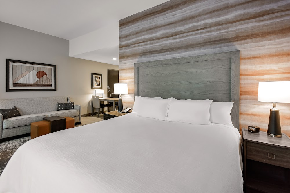The design team dressed the guestrooms and suites in a palette of warm and cool hues with curated architectural details.