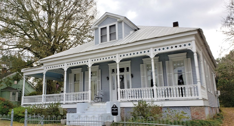 Historic home along the shuttle tour route in St. Francisville, LA. Photo by Susan J. Young
