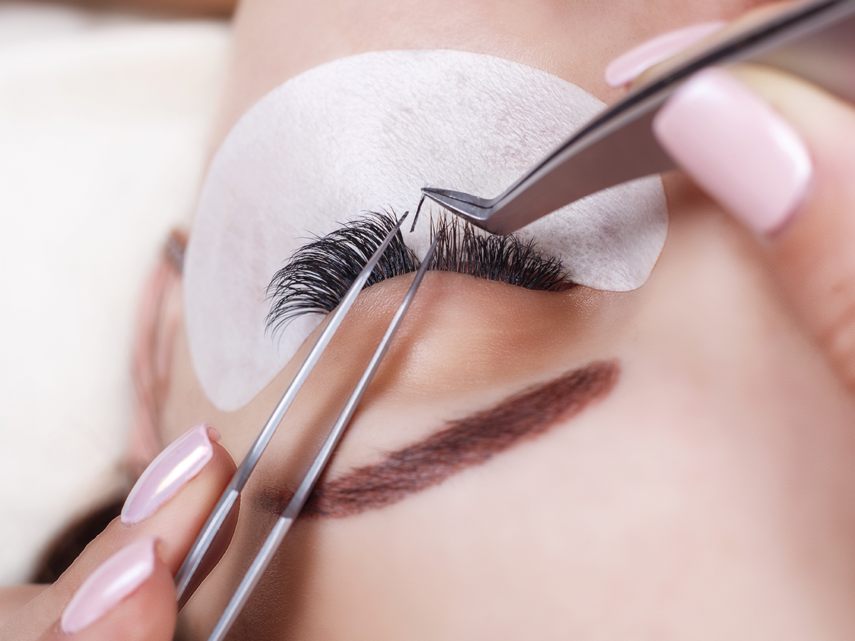 how to apply eyelash extensions to bottom lashes