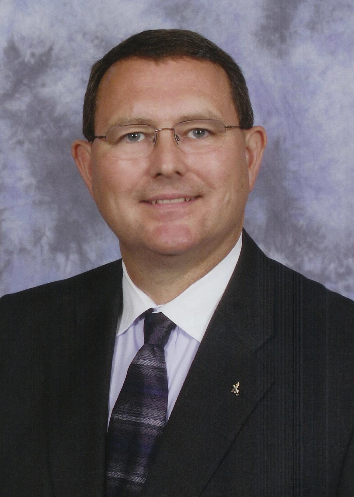 head shot photo of Clyde Hewitt
