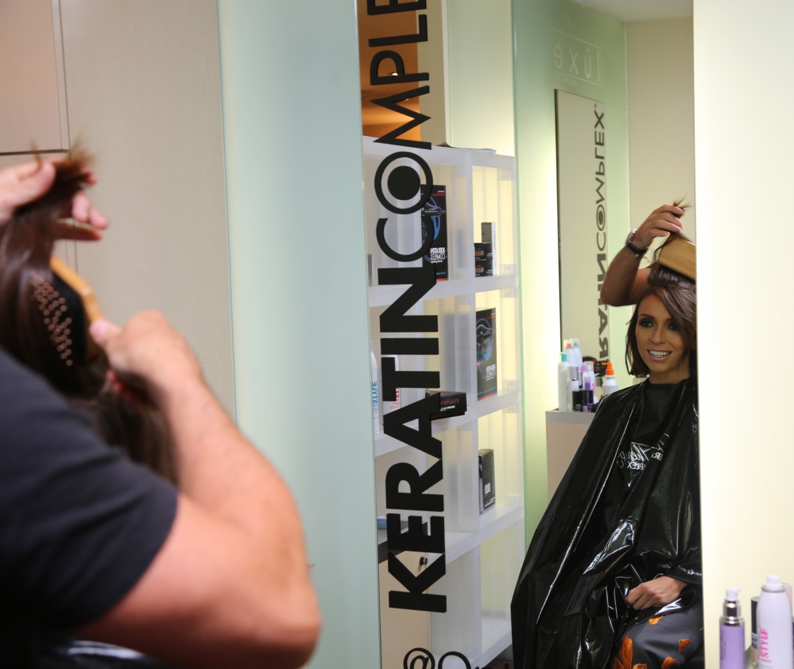 E! news entertainer gets a hair touch up at the Pop Up Salon.