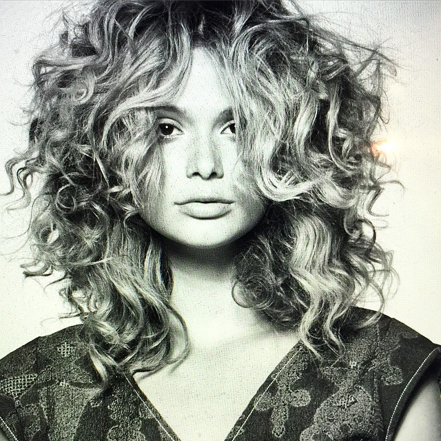 Multiple textures of curl and wave, come together to create this lovely shape from Lina Arrojo (@linaarrojo).