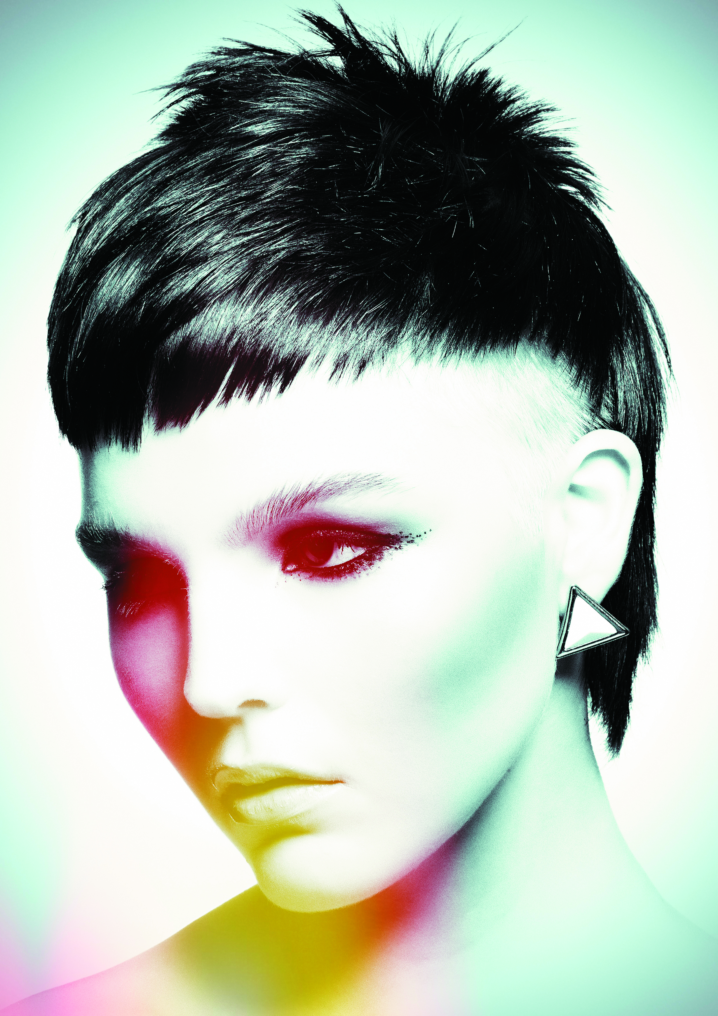 Keep the fringe section asymmetric with the center of the eye as a guide, then texture cut.