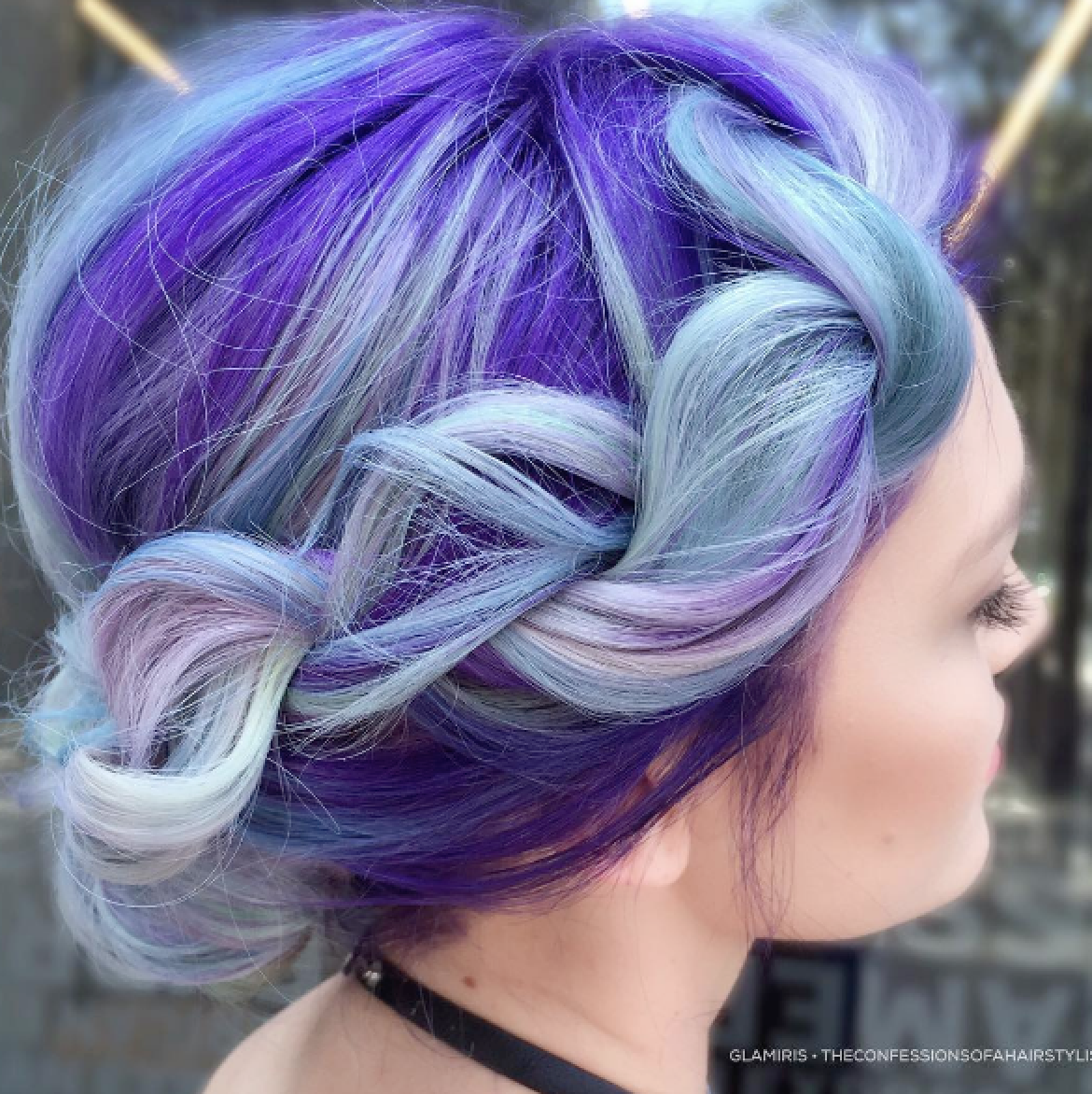 This modern and romantic braided up-do by @glamiris is perfection.