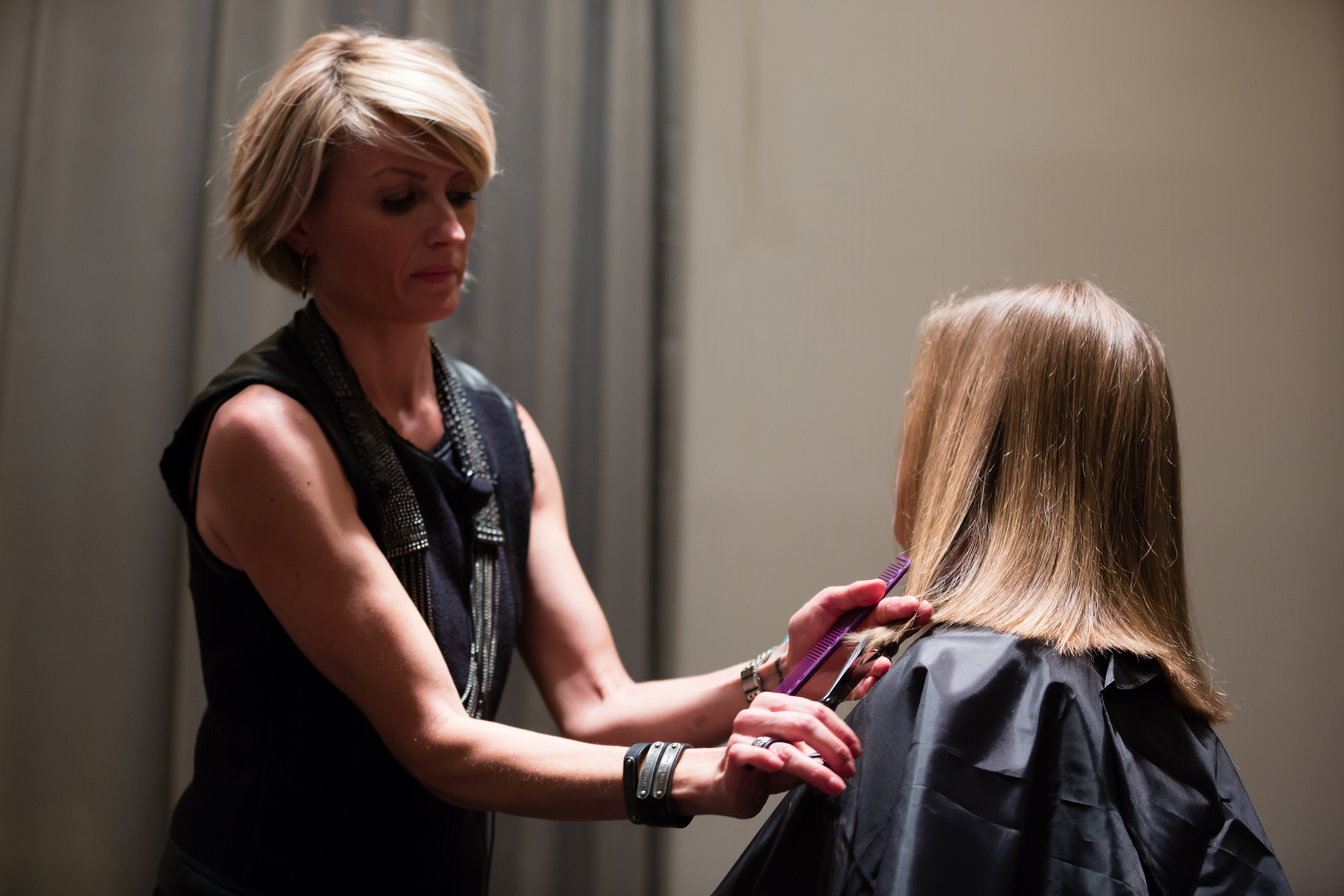 Alexis @alexisbutterflyloft teaching how to cut the perfect long bob.