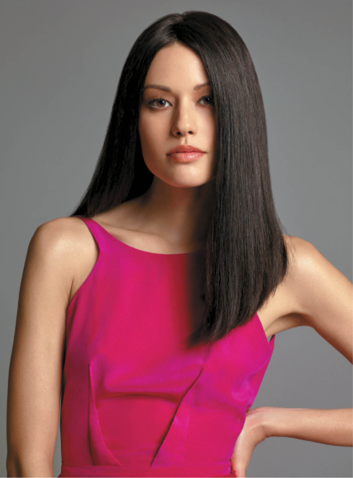 Hizumi's hair was deepened to a level 4 chocolate brown with a gloss and half an ampule. Luciano then planned to lift the dark shade to a platinum blonde.