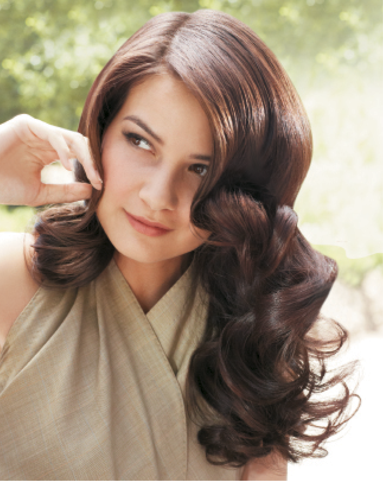 Markham and Wilson used a 12-section pin curl set to achieve this look. They prepped strands with SuperRich Shampoo and Condition, then blended HeatProof Anti-Frizz Blow Dry Crème and LiftIt Color Protect Foam Mousse, applying the mixture to damp hair.