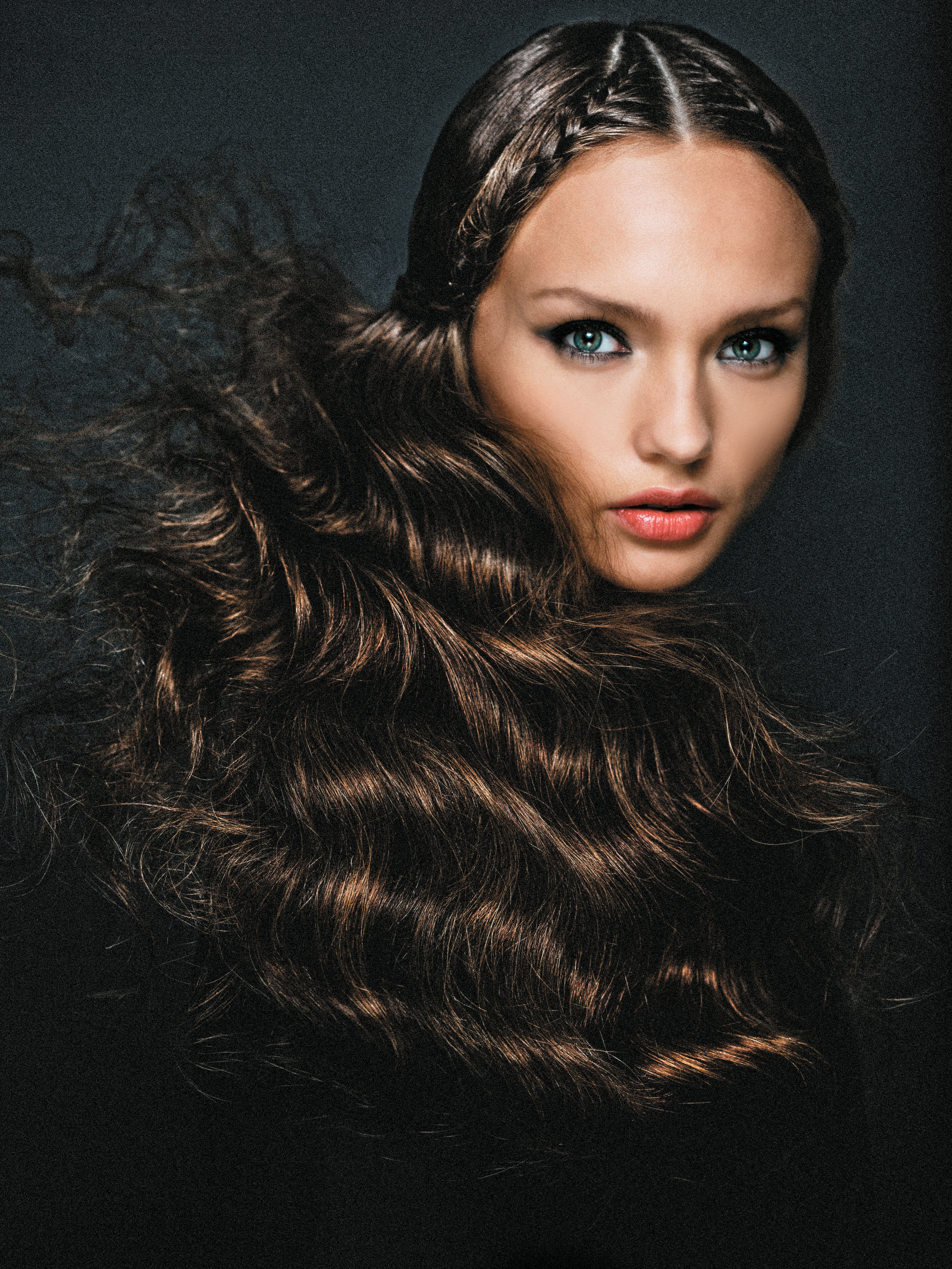 The magic of a twist, like a little Russian pillbox hat, made up of a braid that drops onto the forehead, heightens the intriguing character of this hairstyle.