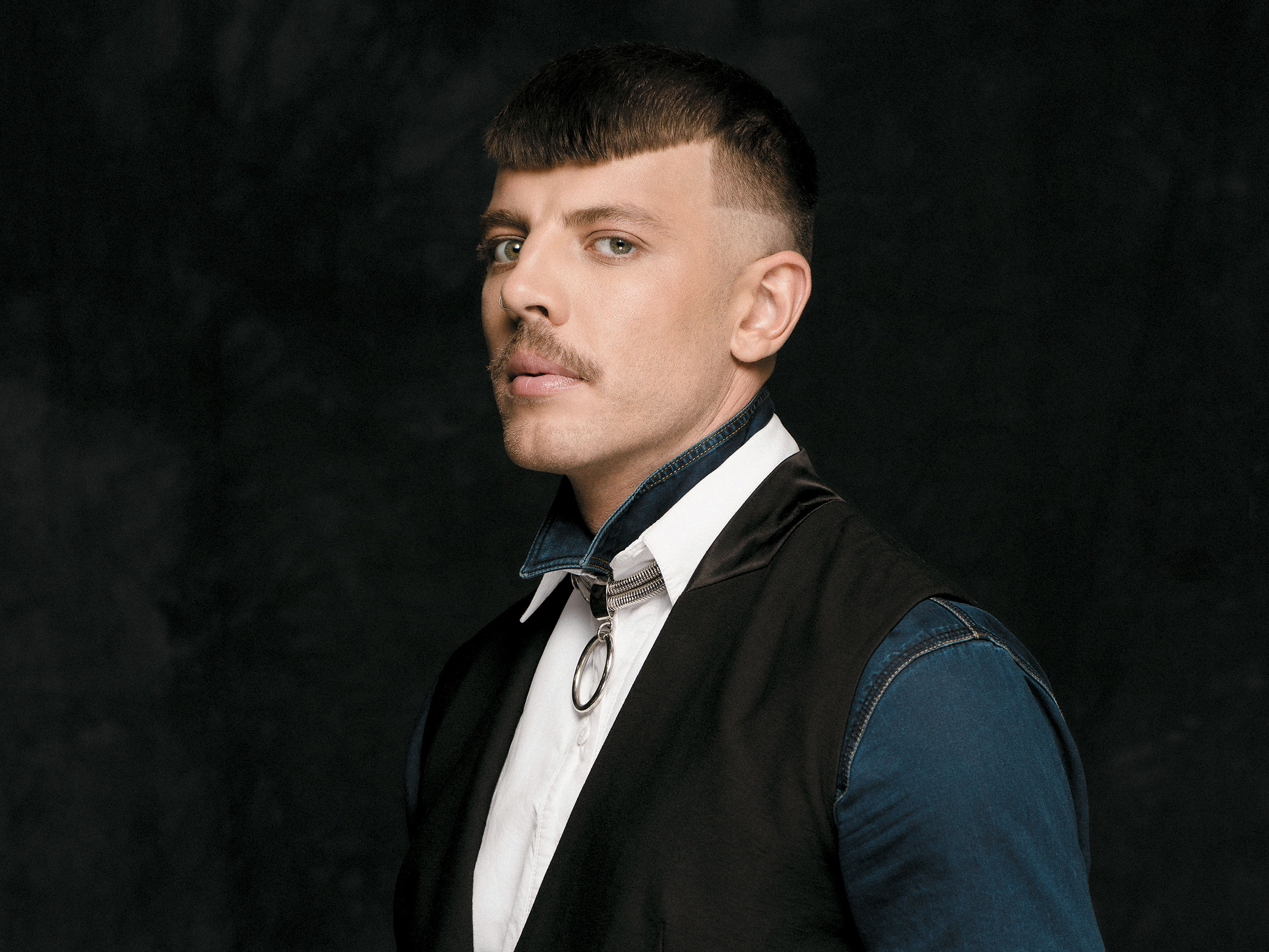 Tightly cropped hair makes quite a hard, aggressive statement, which is both sophisticated and masculine.