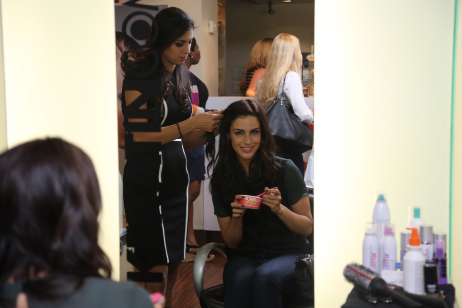 Jessica Lowndes all smiles while getting a quick pick-me-up.