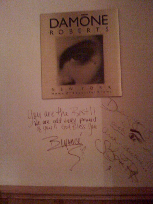 Beyoncé autographed the wall in the bathroom of Roberts' Fifth Avenue salon in Manhattan