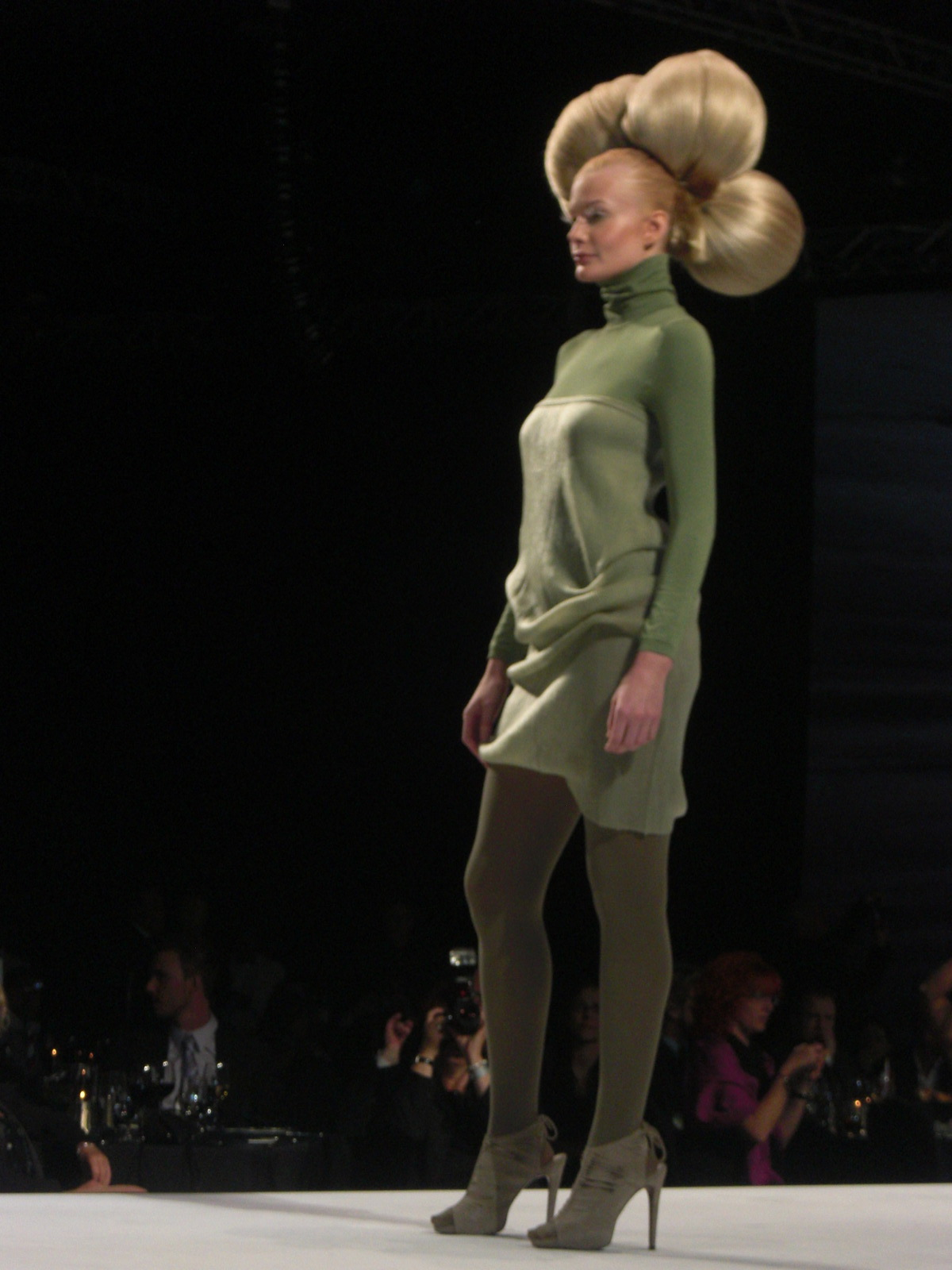 The opening number featured desert-inspired looks