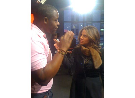 Gibson being interviewed by Glamour's Suze Yalof Schwartz, who whipped out a Ted Gibson Hairsheet to tame my flyaways!