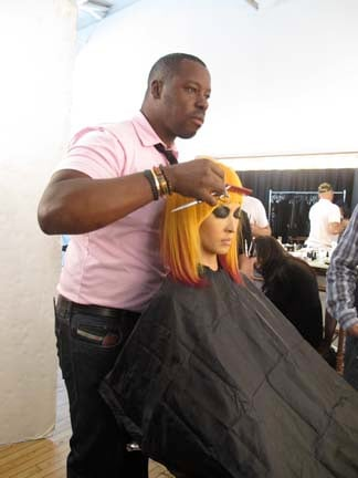 Ted Gibson customizes a wig on the model