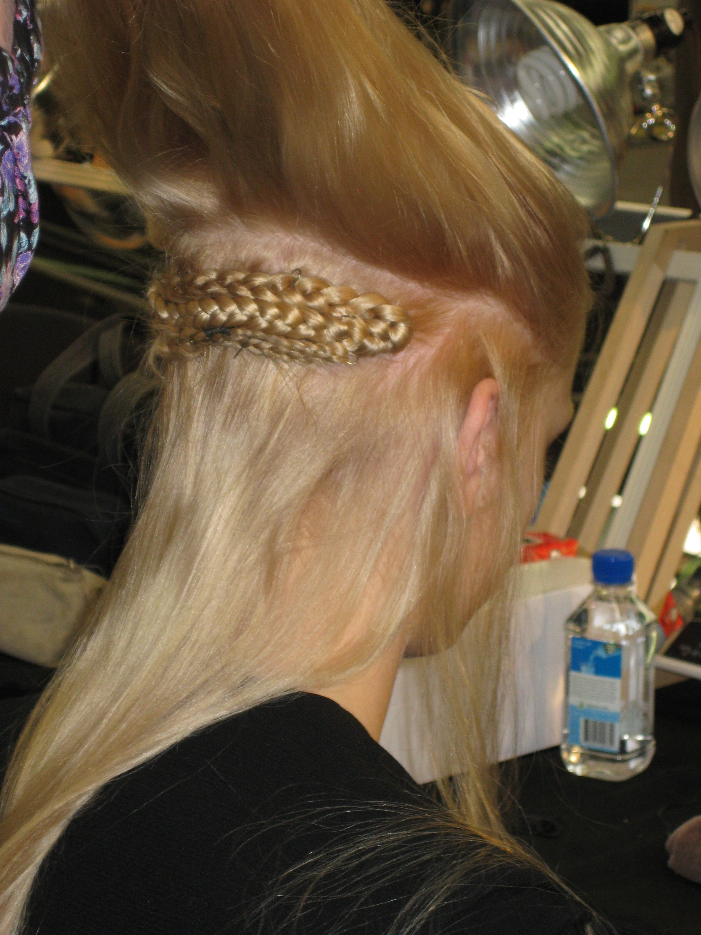 A volume-reducing braid is hidden under the top layer