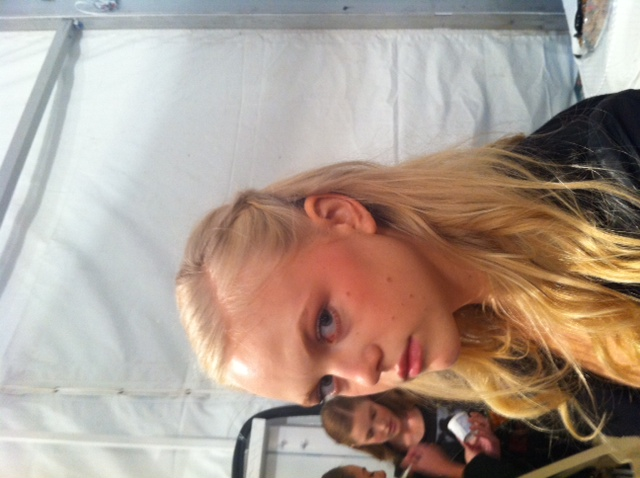 A hint of pink on the cheeks and brow bone produces a flushed look
