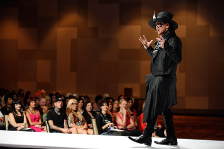 Robert Cromeans addresses The Gathering's over 3,500 stylist and salon professional attendees.