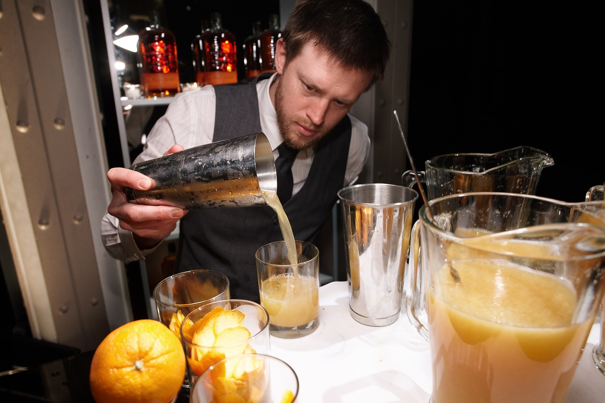 Manhattan Cocktail Classic bartender