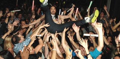 Aoki Crowd Surfing